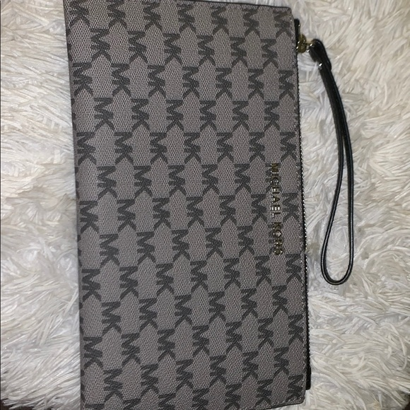 Michael Kors Handbags - Michael Kors Hand Wallet